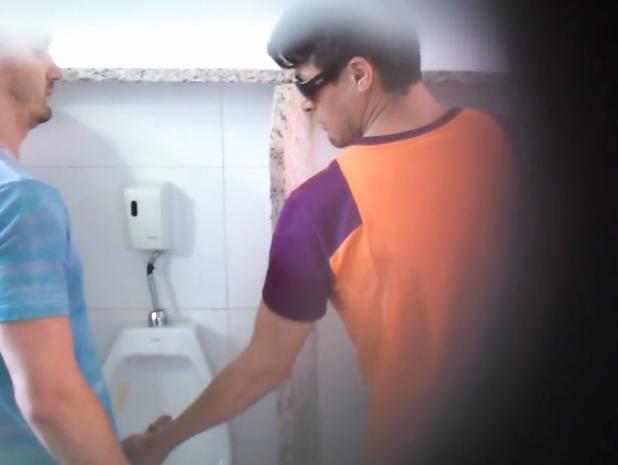 CLÁSSICO: Show de Boquete no Banheiro | DITADURA G » Sexo Gay Amador | Vídeos Gays | Xvideos Gay | XXX