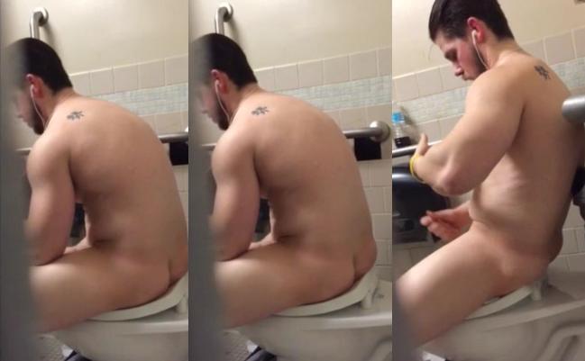 Flagrei Meu Amigo Punhetando no Banheiro | DITADURA G » Sexo Gay Amador | Vídeos Gays | Xvideos Gay | XXX