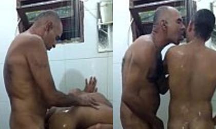 Tomando Banho com Papai | DITADURA G » Sexo Gay Amador | Vídeos Gays | Xvideos Gay | XXX