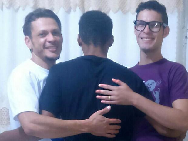 Casal gay adota adolescente | DITADURA G » Sexo Gay Amador | Vídeos Gays | Xvideos Gay | XXX